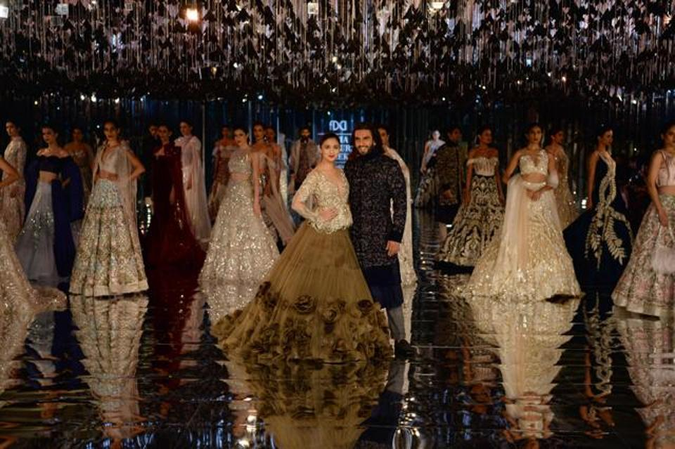 India Couture Week 2017, India Couture Week, FDCI, Fashion Week, Indian fashion, Designer, Couture, Wedding show, Vogue, Alia Bhatt, Manish Malhotra, Colossal Closet